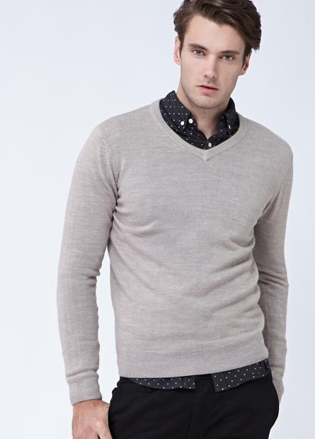 素色配條V領薄毛衣