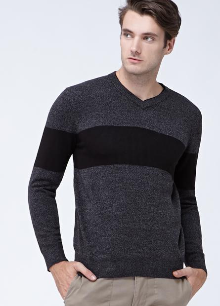 素色配條雙層V領薄毛衣