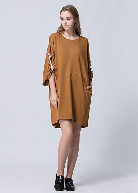 素色圓環捲釦袖洋裝