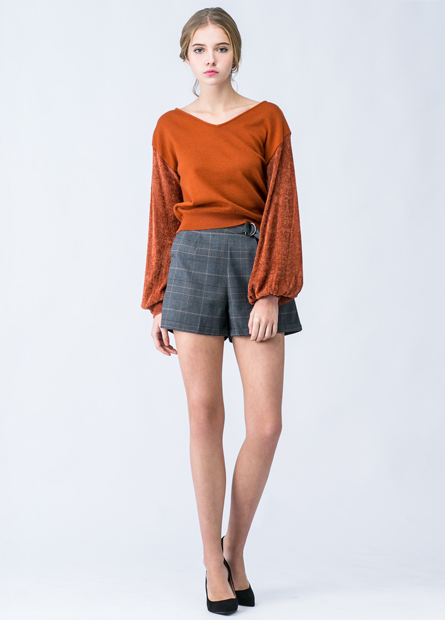 素色V領異材質袖毛衣