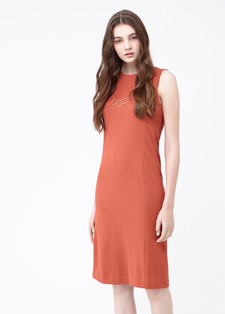 素色合身圓領無袖洋裝