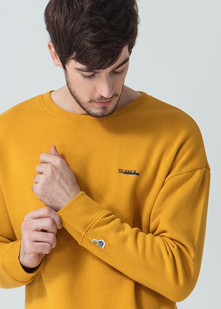 繡小字母內刷毛上衣