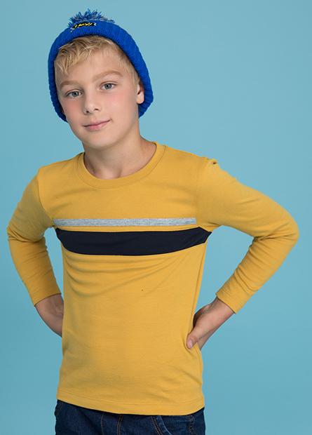 男童胸配條剪接上衣