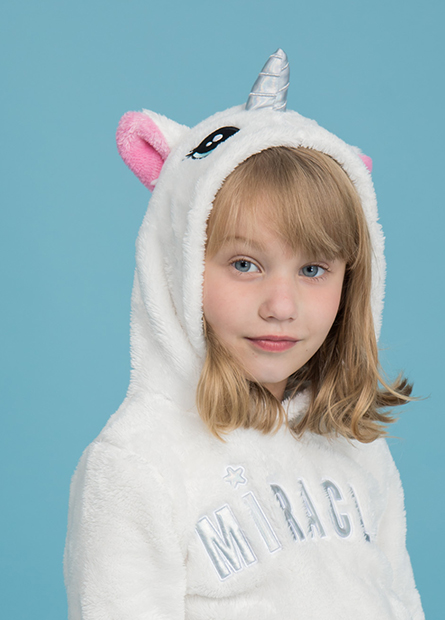女童珊瑚絨貼布字帽T