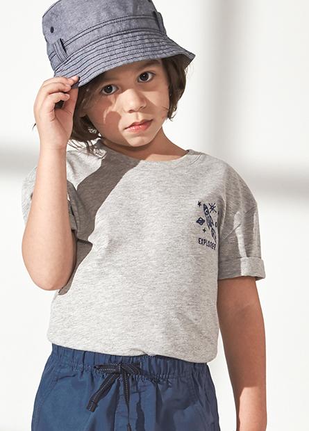 男童條紋繡圖圓領上衣