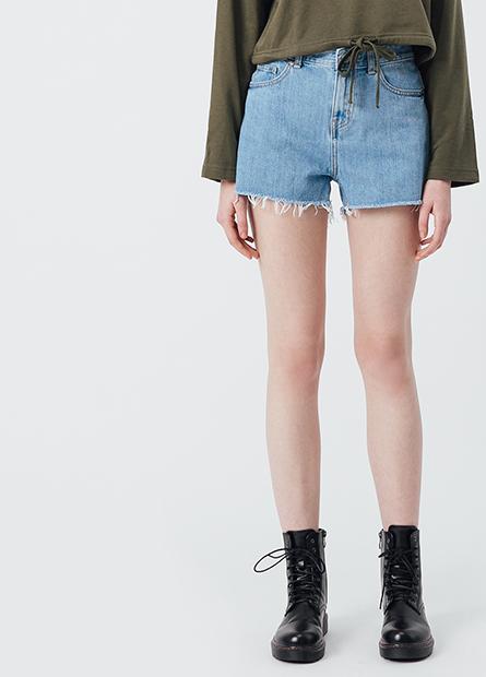 鬚邊牛仔短褲