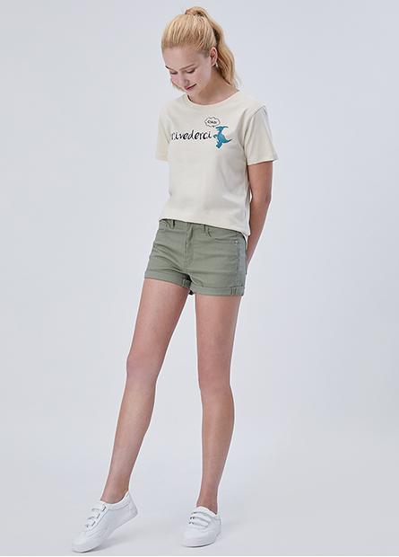 素色反摺標準牛仔短褲