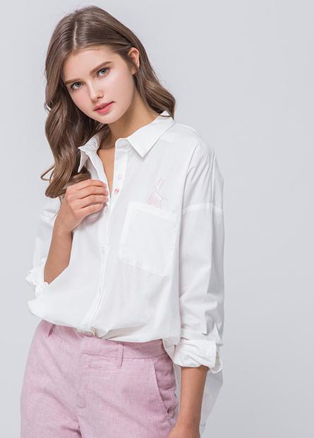 單口袋繡圖字澎袖襯衫