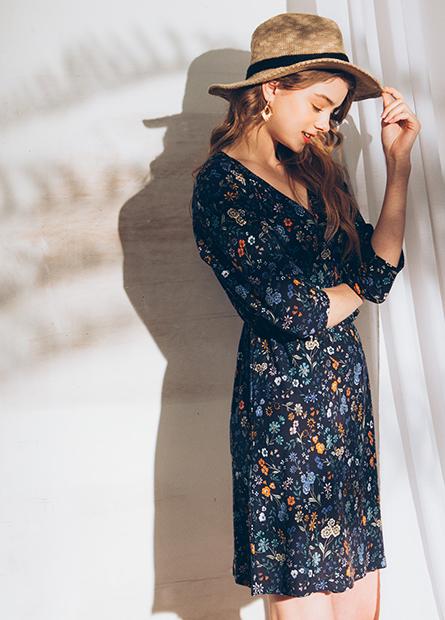 V領中腰印花洋裝