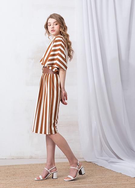 V領腰繩條紋寬鬆洋裝