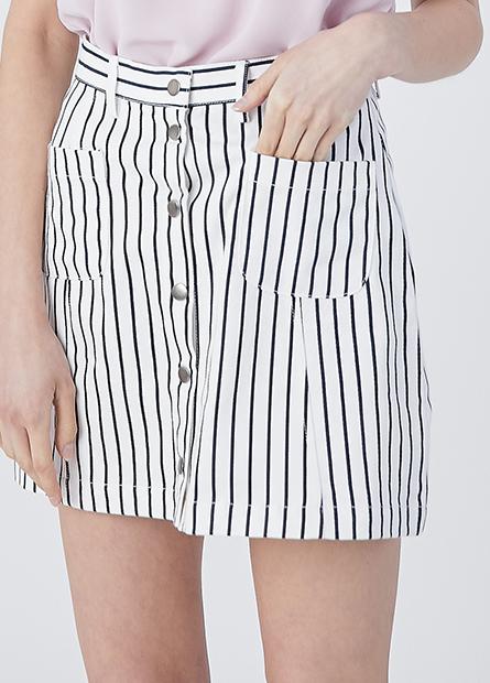 排釦大口袋A字短裙