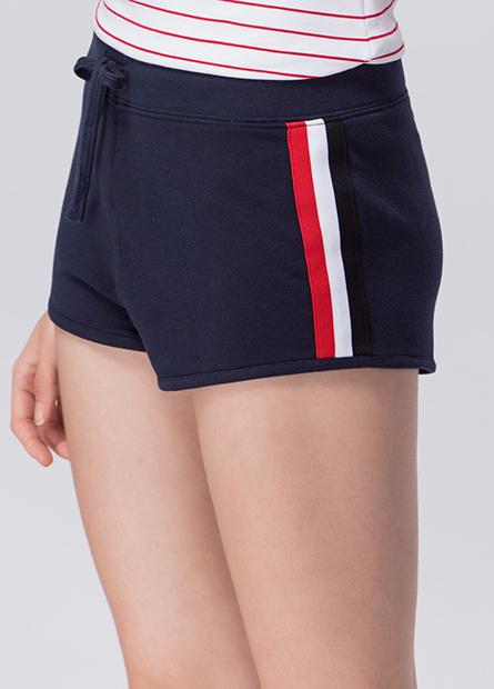 側邊配色條紋圓角短褲