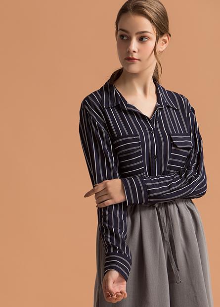 V領雙口袋捲釦袖襯衫
