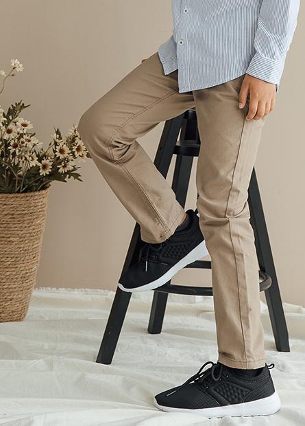 Slim Fit修身輕便牛仔褲