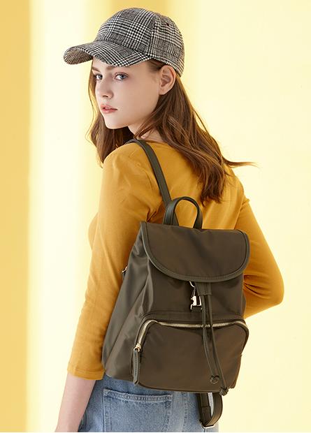 裝飾五金袋蓋後背包