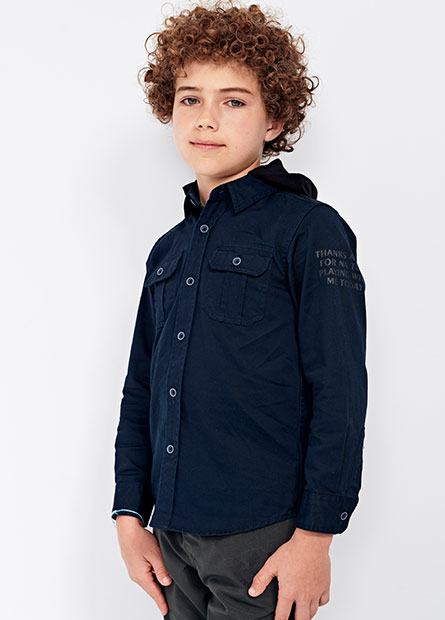 男童徽章連帽襯衫
