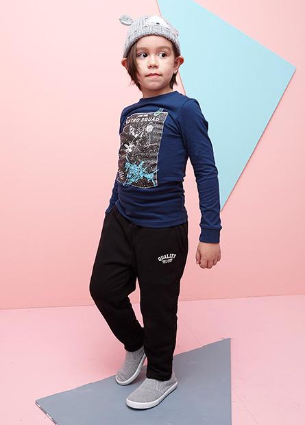 男童刷毛英紋印字抽繩褲