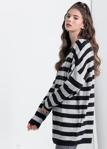 寬條圓領落肩寬鬆毛衣