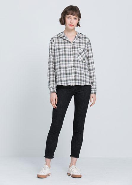 口袋捲釦連帽襯衫