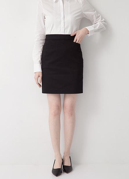 Regular Fit 微光澤短裙