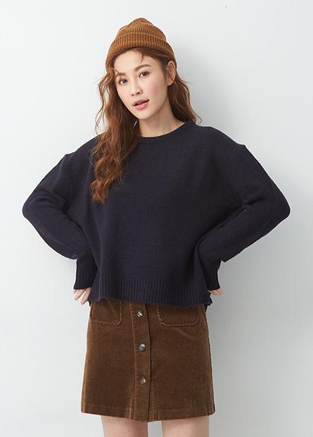 素色圓領落肩寬鬆毛衣