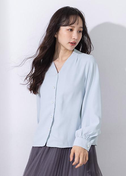 V領珍珠釦澎袖襯衫