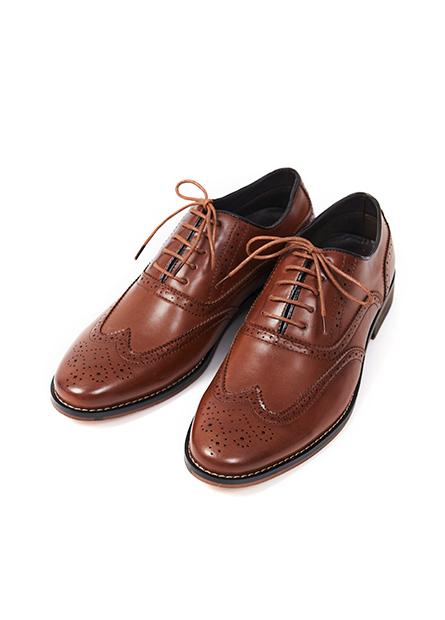 雕花尖頭皮鞋